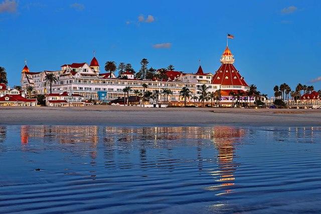 hoteldel_beachatdusk_900x600